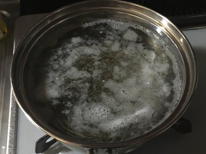 だし昆布は沸騰直前に取り出すのがポイント