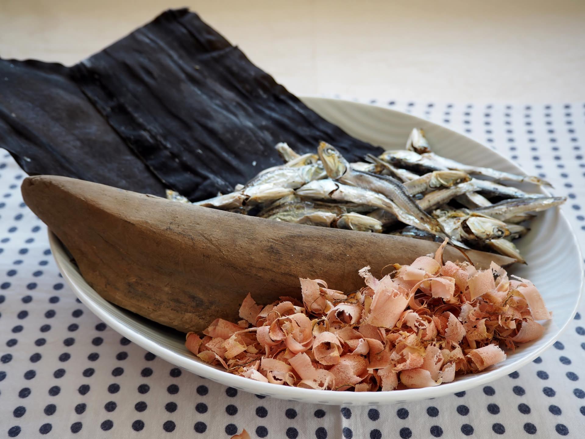 味噌汁に合う昆布とかつお節・いりこ(煮干し)を合わせただし汁の作り方画像1
