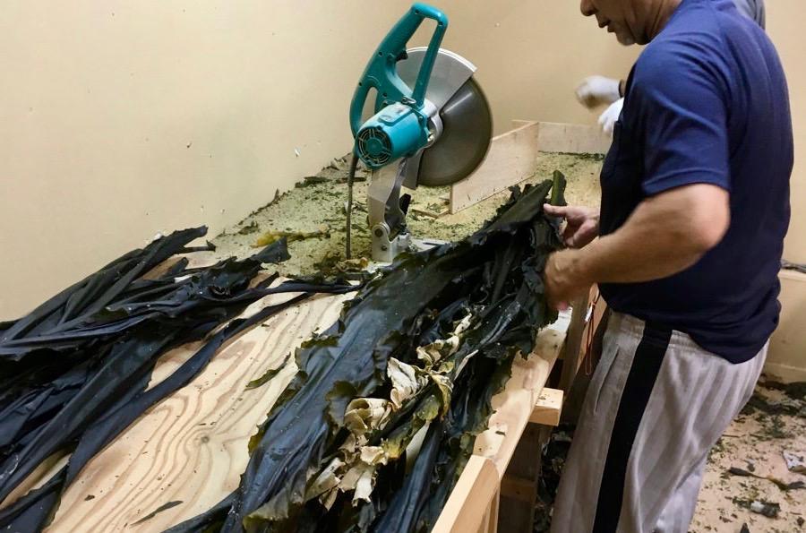 まとめた真昆布を加工(切る)し、大きく4つに仕分ける